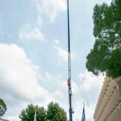 La grue est assemblée : 70 mètres de haut